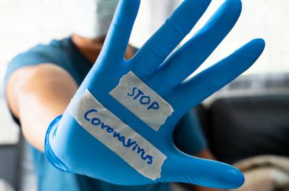 Imagen de un médico, que ilustra información sobre cuándo ir a urgencias por síntomas de coronavirus