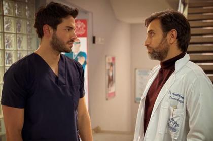 Sebastián Carvajal, actor de 'Enfermeras', que alteró pulsos en redes.