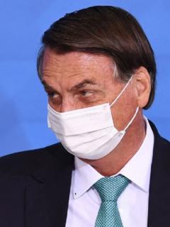 Imagen de Jair Bolsonaro, que responde comentarios del presidente Alberto Fernández