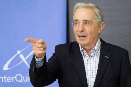 Álvaro Uribe Vélez dice que su retiro no está cerca.