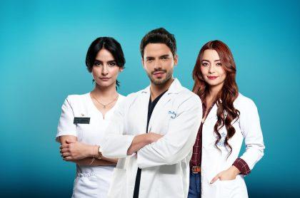 Foto de Diana Hoyos, Sebastián Carvajal y Tania Ariza, de 'Enfermeras', a propósito de que tendrá 2 temporadas más