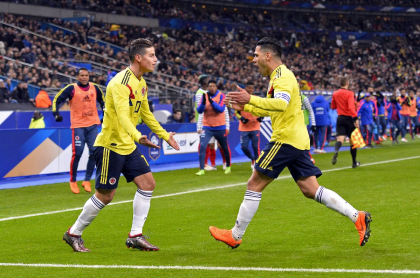 Foto de referencia de James Rodríguez y Falcao García celebrando, en nota de por qué no están en Copa América