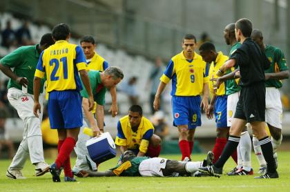 Foto de referencia a nota tras desmayo de Christian Eriksen, que revivió caso de muerte de Marc Vivien Foe en juego contra Colombia en 2003.