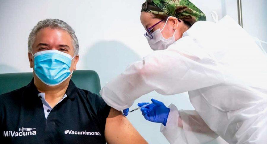 Iván Duque que se vacunó contra COVID-19 hoy, en el Hospital Militar.