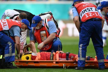 Mario Fernandes, defensa de la selección Rusia, que salió lesionado y en camilla luego de fuerte caída en Eurocopa