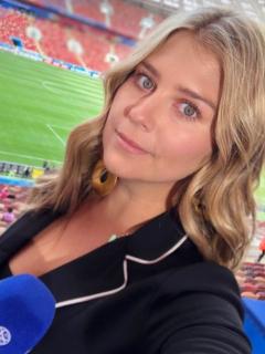 Fotos de referencia de selfies de Andrea Guerrero y de James Rodríguez a opinión de la periodista sobre el jugador en Selección Colombia.