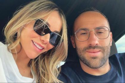 Foto de referencia de David Ospina y su esposa, en nota de celebración de aniversario antes de partido de Selección Colombia en Copa América.