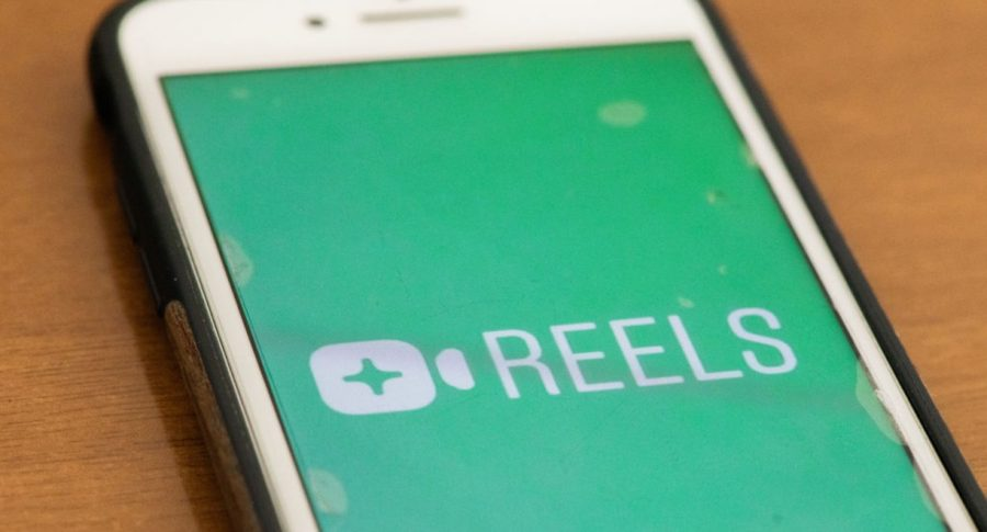 Logo de Reels de Instagram, ilustra nota de Instagram pone publicidad a Reels, su versión de videos que compite con TikTok
