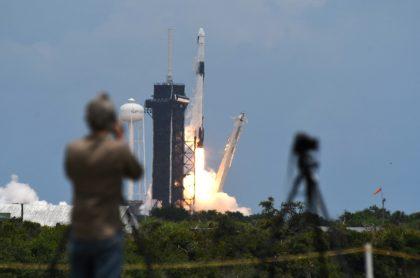 Imagen de cohete que ilustra nota; SpaceX, de Elon Musk, lanzó un satélite usando cohete reciclado