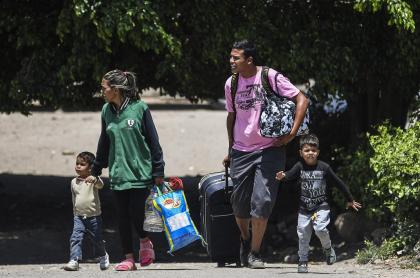 Los desplazados internos de Colombia ya son el doble de los migrantes venezolanos.
