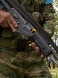 Imagen de soldado con fusil ilustra artículo Roban 5 fusiles de batallón del Ejército en Valle del Cauca