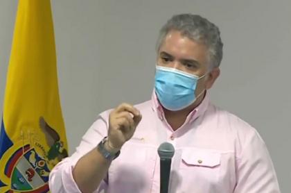 Iván Duque en Providencia, explicando las demoras en la reconstrucción de la isla
