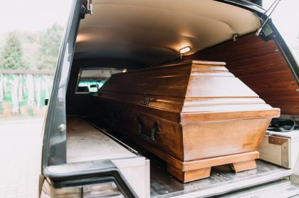 Foto de carroza fúnebre, a propósito de cuánto cuesta un funeral en Colombia por COVID-19