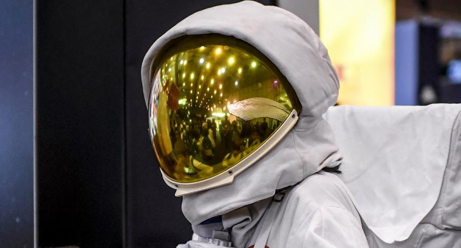 Imagen de persona con traje espacial ilustra artícul En Europa, más de 22.000 se postulan para ser astronautas