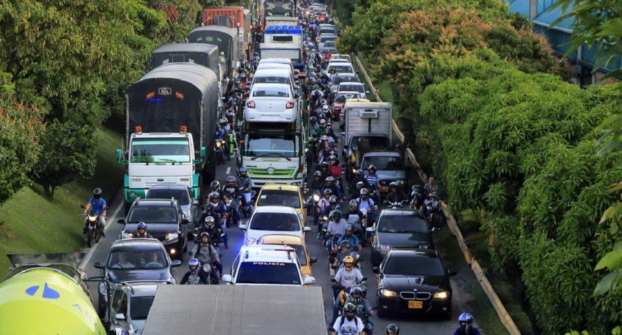 Imagen de carros que ilustra nota; ¿Cómo reclamar ante el cobro de los comparendos de tránsito?