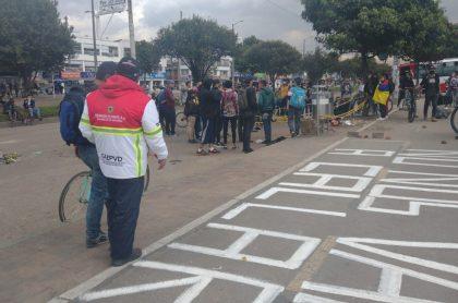 Protestas y bloqueos en Bogotá por muerte de joven en Suba