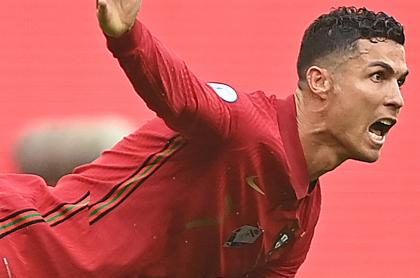 Hincha invade en Eurocopa para buscar a Cristiano Ronaldo en Portugal-Francia. Imagen de 'CR7'.