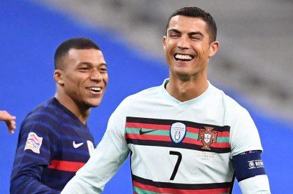 Cristiano Ronaldo le pellizcó una tetilla a Kylian Mbappé, en la Eurocopa.