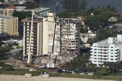 Sube a 9 el número de muertos por edificio que colapsó en Miami Beach