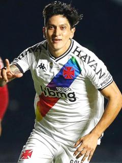Germán Cano celebró con la bandera LGTB en Brasil luego de gol con Vasco da Gama. Imagen del delantero argentino.