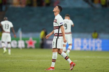 Cristiano Ronaldo, quien pateó la banda de capitán por ser eliminado de la Eurocopa