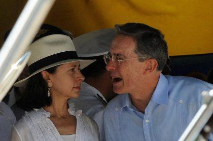 Álvaro Uribe, expresidente de Colombia, y su esposa Lina Moreno.