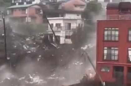 En un video, que se hizo viral, se puede observar el momento en el que un deslizamiento de tierra arrasó con 300 casas en Japón.