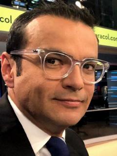 Juan Diego Alvira en Noticias Caracol, a propósito de que mostró el nuevo integrante de su familia, su perro Booba.