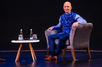 Fortuna de Jeff Bezos logra récord: 212.000 millones de dólares