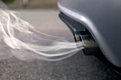 BMW y Volkswagen pagarán millonaria multa por no avanzar más en emisiones