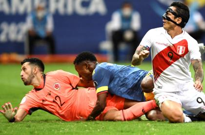 Gol de Perú a Colombia en Copa América; Camilo Vargas no lo pudo detener. Imagen del partido.