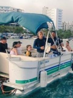 San Andrés y Armada Nacional rescatando a turistas que quedaron a la deriva en el mar