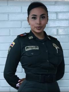 Andrea Cortés, patrullera trans de la Policía, cuenta que se retiró biopolímeros de sus glúteos