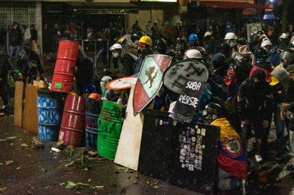 Imagen de manifestantes que ilustra nota; Paro nacional; Policía: hay adiestramiento con armas de primera línea
