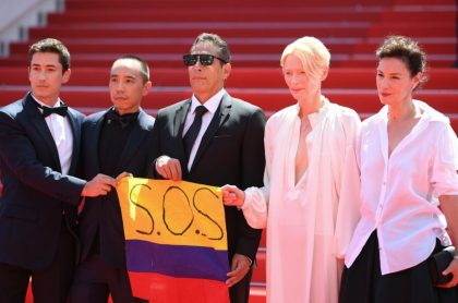 Actores alzan bandera de Colombia con mensaje de 'SOS' en Festival de Cannes