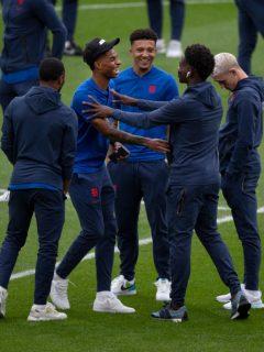 Policía arresta a 4 personas por ataques racistas contra futbolistas ingleses