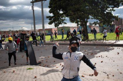Imagen de protesta que ilustra nota; Bogotá: manifestantes se enfrentaron con policías por más de 8 horas