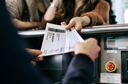 Foto de tiquetes aéreos en nota de tiquetes baratos en  Avianca, Viva Air, Wingo, Latam y Satena en Colombia en 2021.