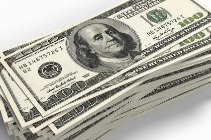 Imagen de dólares que ilustra nota; Perú: huyen de presidente de izquierda; abren cuentas en el exterior