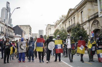 Miembros de la 'Primera línea' en nota sobre que el grupo se autodenominó partido político