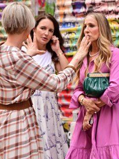 Cynthia Nixon, Kristin Davis y Sarah Jessica Parker en el rodaje de 'And Just Like That', en donde han lucido sus canas.