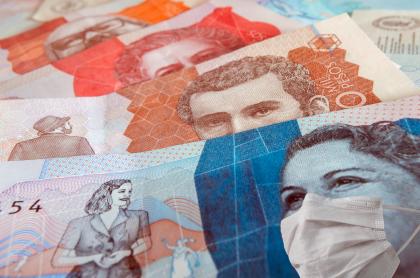 Foto de billetes colombianos, en nota de empresas en crisis por pandemia en Colombia: Coltejer, On Vacation, Tostao y más