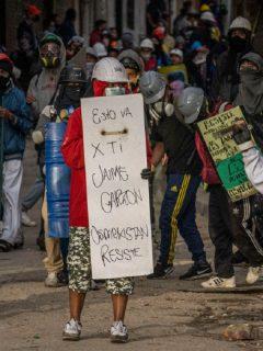 Imagen de protesta que ilustra nota; Patrulla de Policía atacada con bombas en Suba, en Bogotá