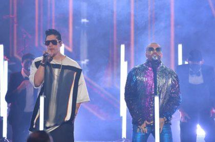 Chyno Miranda cantó con Nacho en premios luego de parálisis que sufrió por covid