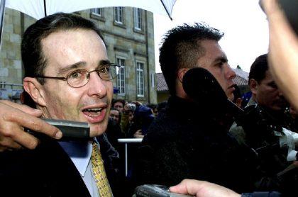 Álvaro Uribe sufrió un atentado en abril del 2002, cuando era candidato presidencial.