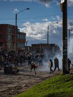 Imagen de protestas en Bogotá que ilustra nota; bloqueos en Transmilenio de Usme