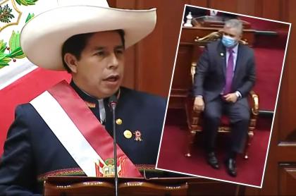 Pedro Castillo no saludó a Iván Duque en su discurso de posesión en Perú. Fotomontaje: Pulzo.