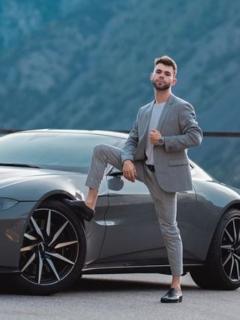 Youtuber español Salva estrelló su Aston Martin días después de comprarlo