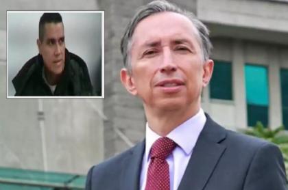 Juan Guillermo Monsalve y el fiscal Gabriel Jaimes, que pide precluir caso contra el expresidente Uribe