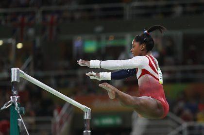 Simone Biles competirá en final de barra, pese a crisis de autoconfianza